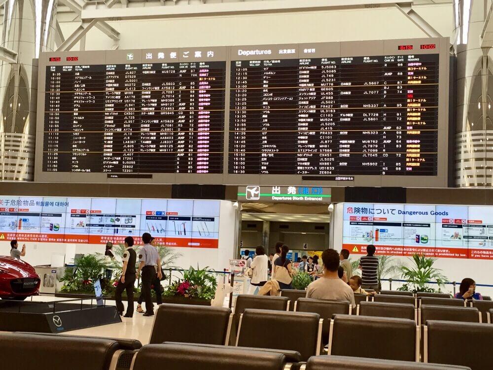 「待ち人はいつ来るの?」空港で到着便を待つのに困らない為の、意外と知らない空港の電光掲示板の読み方