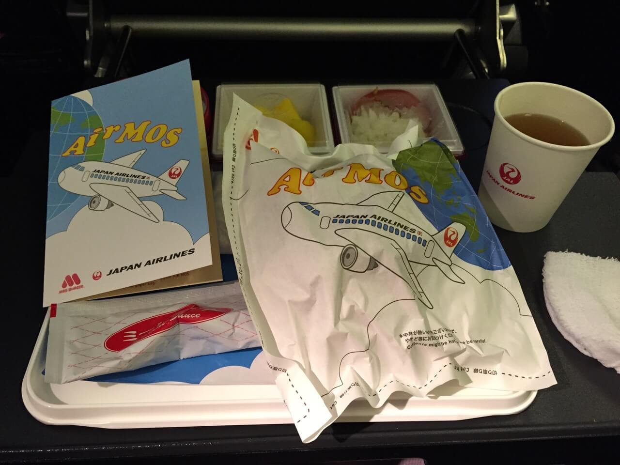 JALの機内で食べれるモスバーガー「Air MOS」は、最高に美味しくて最高に食べにくかった。
